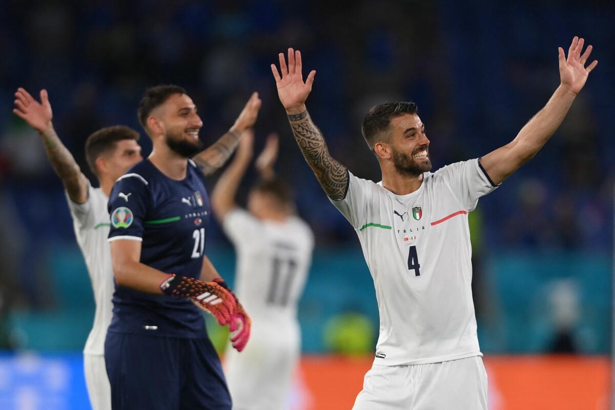 Die italienischen Spieler hatten nach dem EM-Auftakt allen Grund zu jubeln.