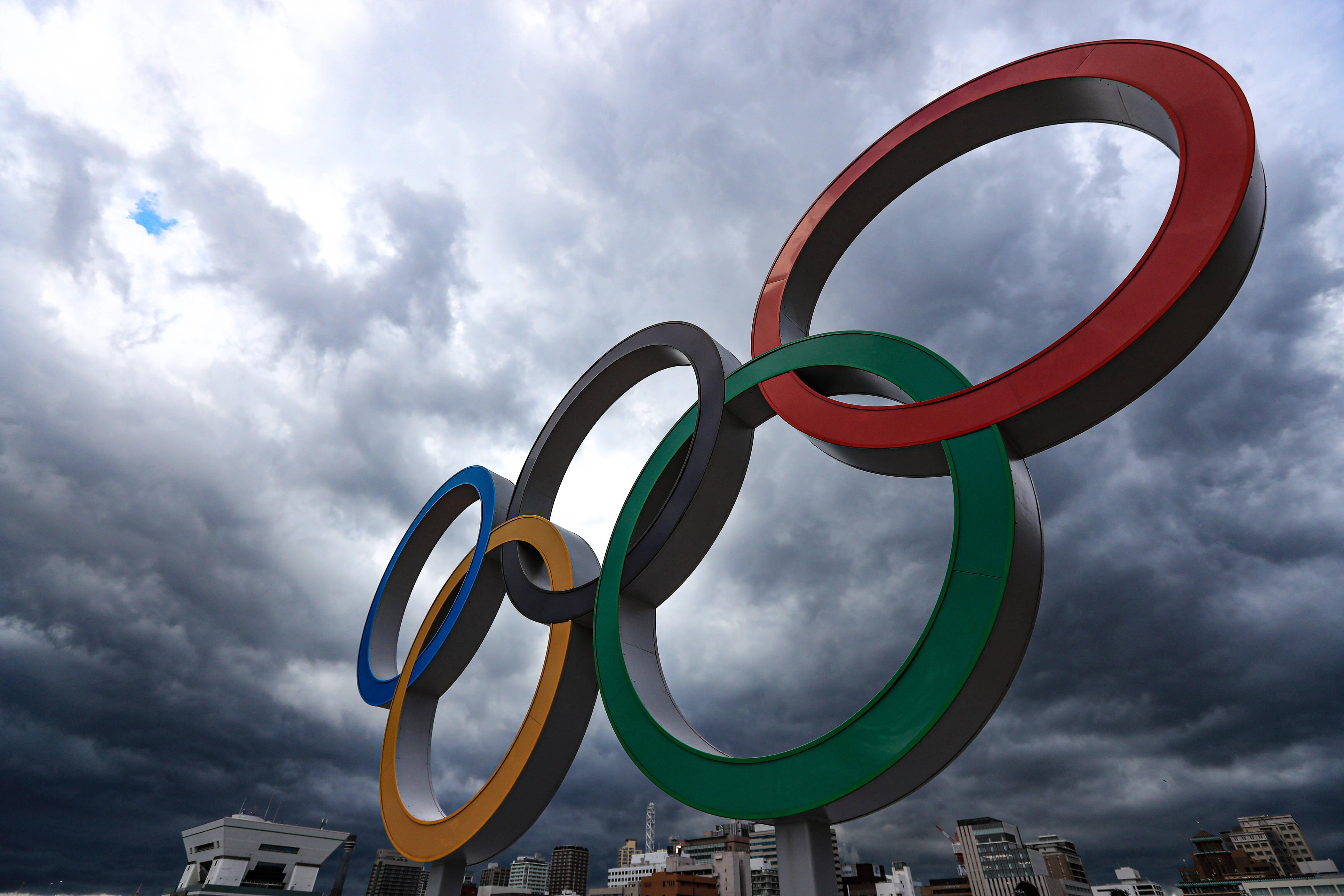 Dunkle Wolken hängen über den Ringen: Seit der Antike sind die Olympischen Spiele das bedeutendste Sportereignis der Welt. In ihrer ruhmreichen Geschichte ereigeneten sich gleich mehrere handfeste Skandale.