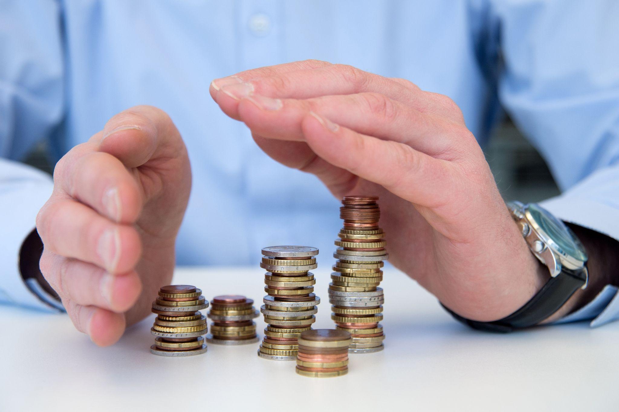 Bevor man Sozialhilfe bekommt, muss eigenes Vermögen aufgebraucht werden. Eine Bestattungsvorsorge ist aber in der Regel geschützt.