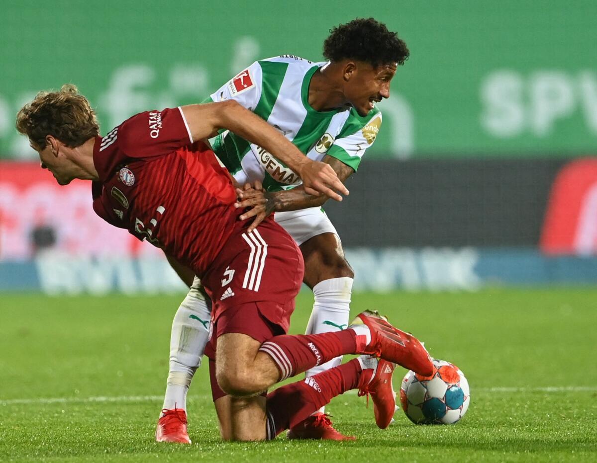 Intensives Bundesliga-Spiel: Greuther Fürth gegen den FC Bayern.
